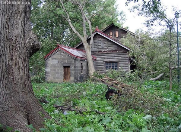 Пострадали и исторические постройки. Убытки города составили несколько десятков миллионов долларов...