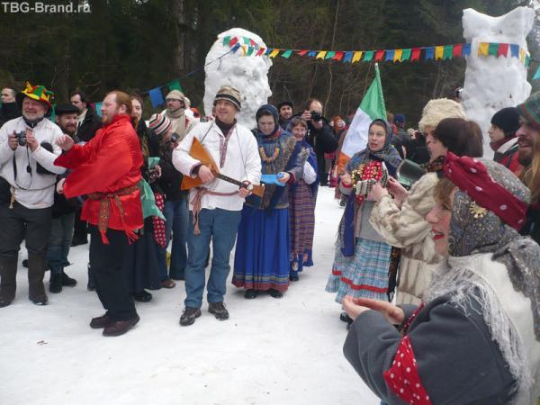 Душевная встреча гостей русскими песнями.