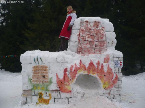 Снежная скульптура - Печка.