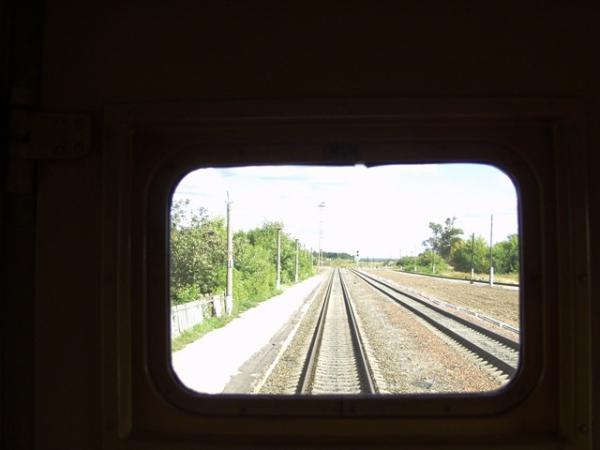 Голубой вагон бежит, качается...