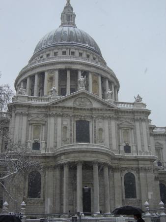 Собор Святого Павла сквозь снег