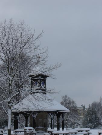 Часы в Кенсингтонском саду