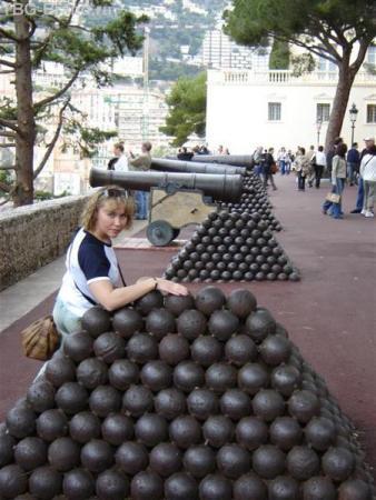 Хороший запас ядер  в крепости!