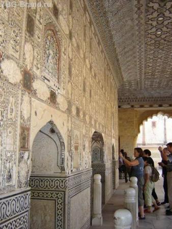 Внутри Стеклянного Дворца
