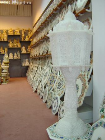 Лампа из цельного куска мрамора