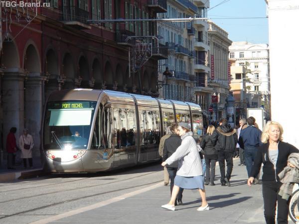 В Ницце неделю назад пустили трамвай. Фото - эксклюзив)) Серьезно.