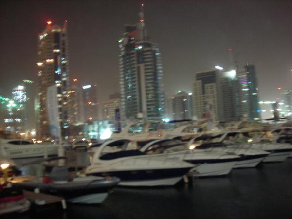 Марина (гордость Дубая - квартал для богачей)