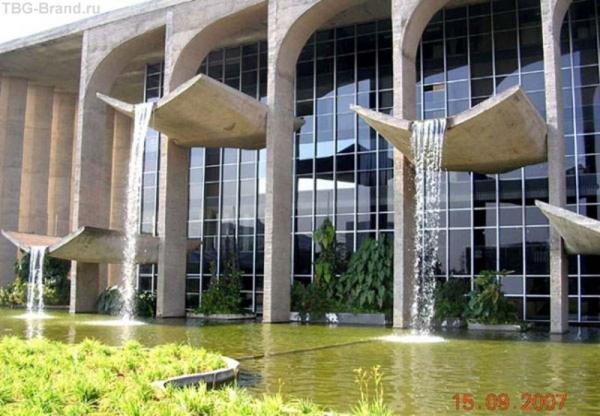 архитектурные фонтаны или фонтанирующая архитектура