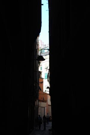 Сумасшедшие улочки Генуи )