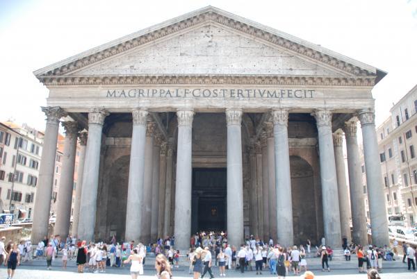 Пантеон - самая цельная и самая приятная античная древность в Риме