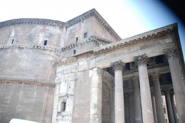 Пантеон - одно из немногих сооружений, дошедших до нас в первозданном виде...