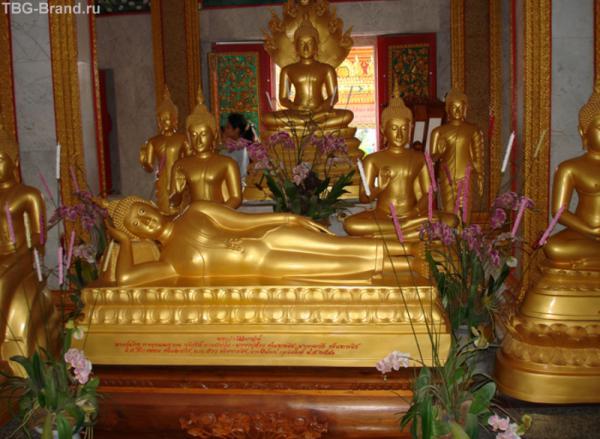 На острове много буддийских храмов…
