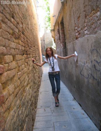 По самым узким улочкам Венеции...