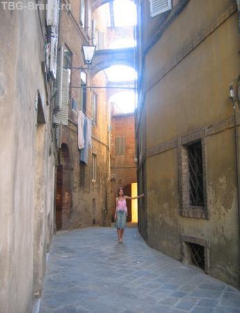 По узким улочкам Сиены...