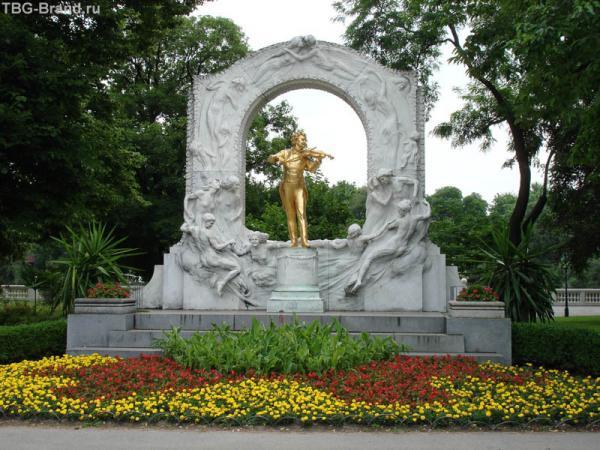 Памятник «Королю вальса»