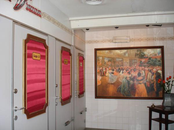 «Оперный туалет» - очень необычно! К сожалению, фото с мужского  «фойе» у меня нет… говорят, там прикольнее!