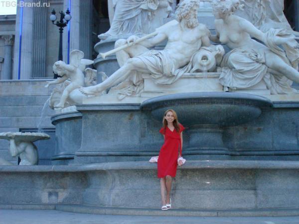 Фонтан и статуя Афины (Греция – родина демократии)