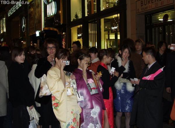 Половина прохожих - японцы