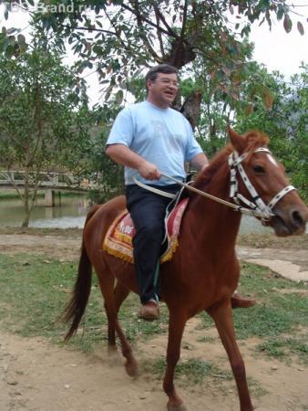 русский ковбой на вьетнамской лошадке