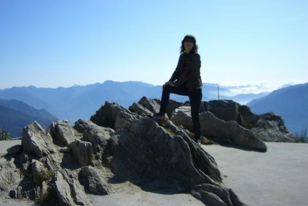 покорительница вершин - высота около 2000 метров!