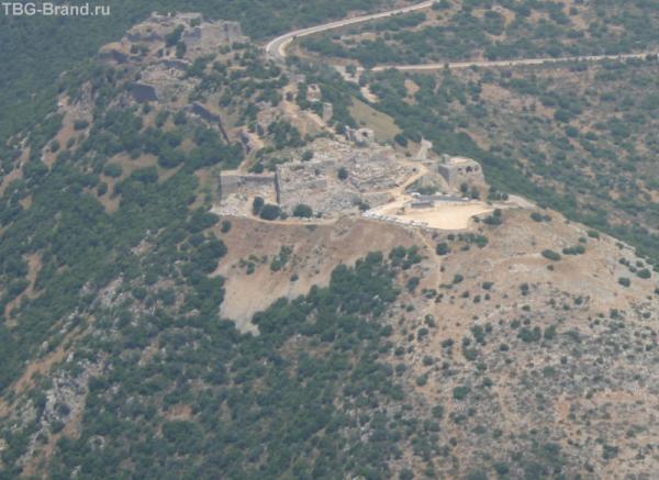 Крепость Нимрод на другой стороне долины Хула