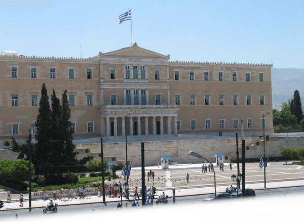 По центру Афин