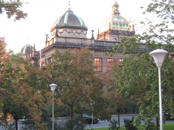 Пятнадцать минут пешком - и Национальный музей!