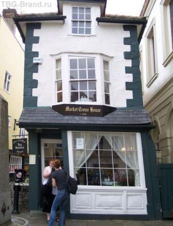 Скошенный дом в Лондоне