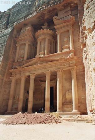 Храм в скале