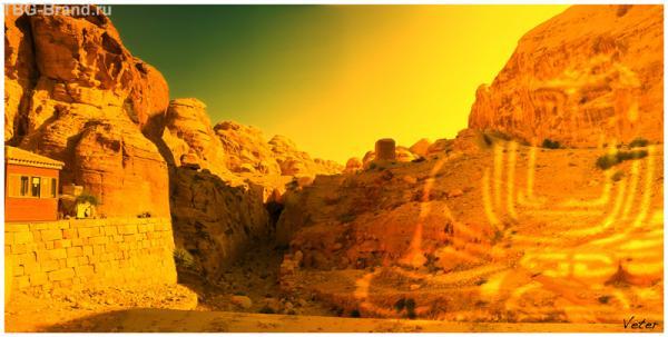 Справа на скале...  можно увидеть Будду