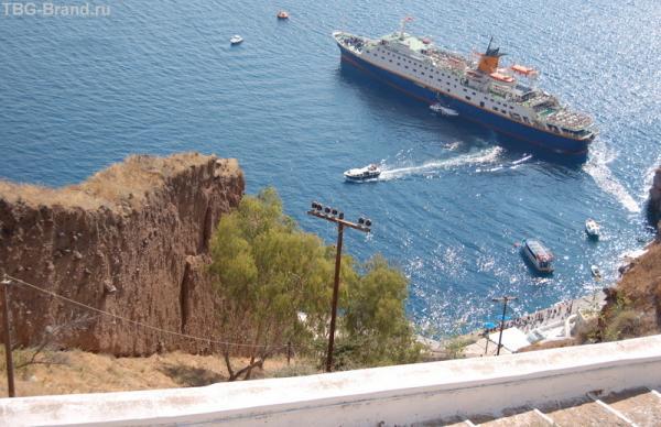 А это внизу - наш корабль