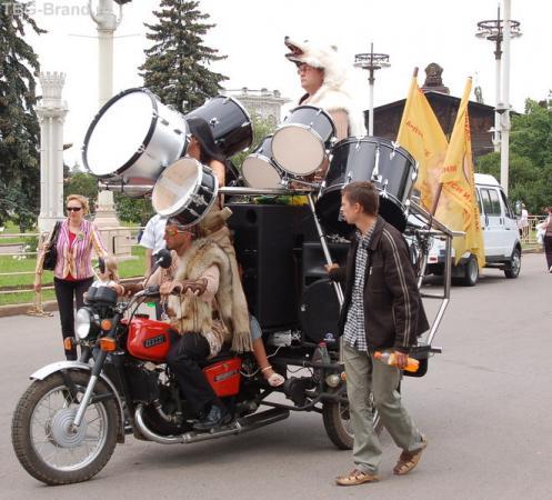 серьёзные барабанщики