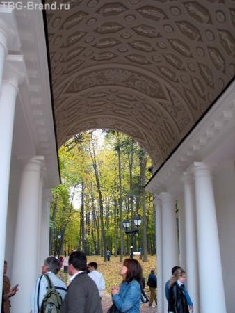 Внутри павильона
