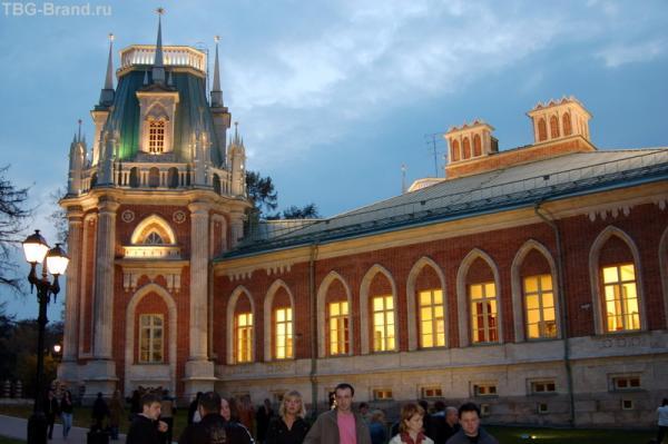 Дворец вечером