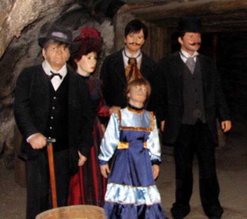 Семья, заблудившаяся в XIX веке