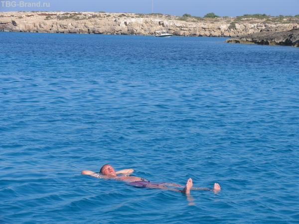 Только в море в теплом не спать – загорать