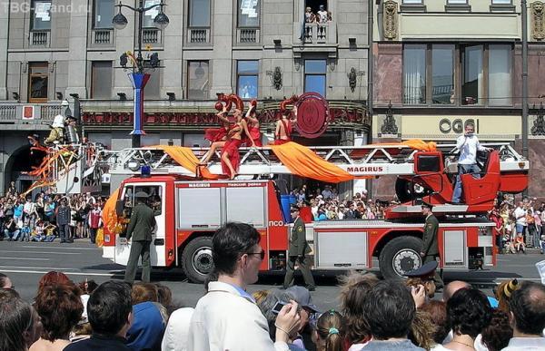 Девушки-пожарники