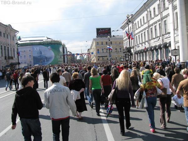 Тысячи людей пришли посмотреть...