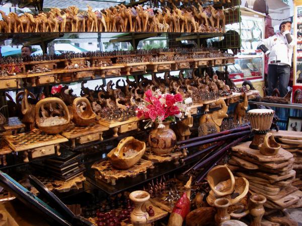 Деревянные сувениры Туниса