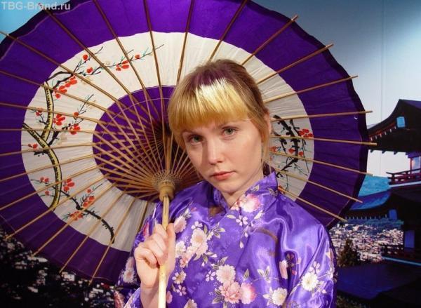 от жары в Японии спасаются зонтиками