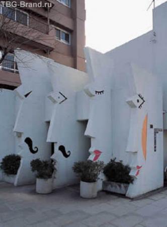 туалет в виде монумента