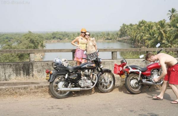 Две симпотные девушке и такой пейзаж