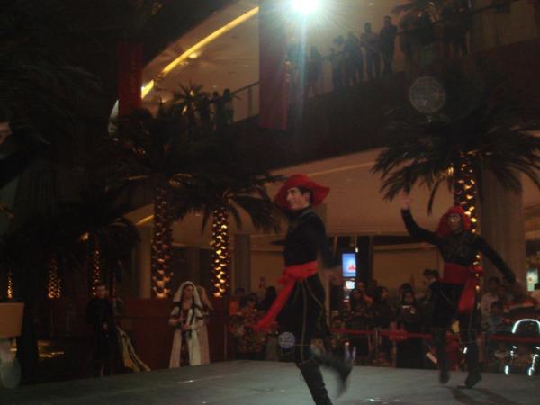 Танцы и пляски в shopping моллах