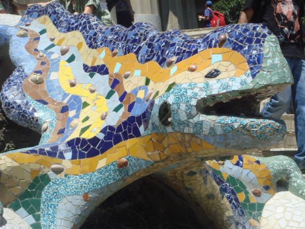 знаменитый дракон Гауди