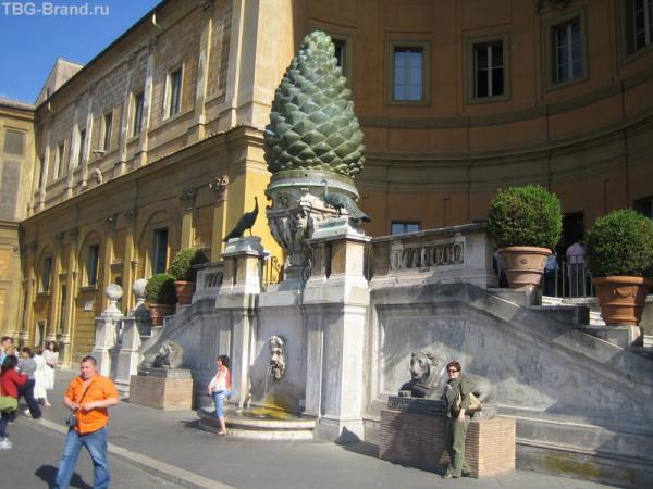 Шишка на площади шишки (Ватикан)