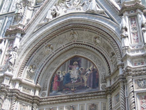Пизанский храм великолепен снаружи...