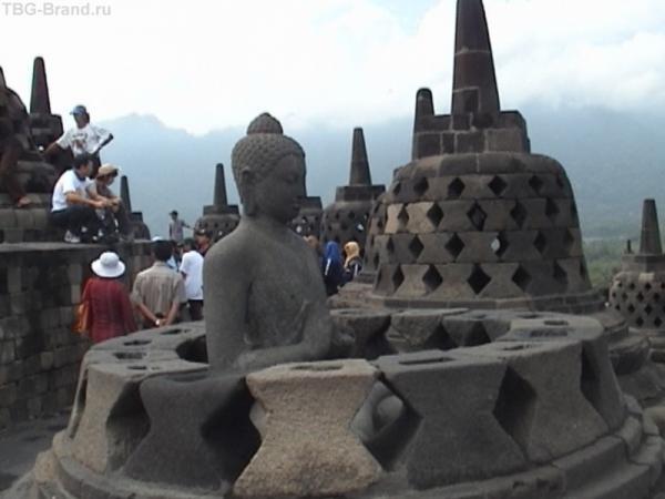 Будда в ступе