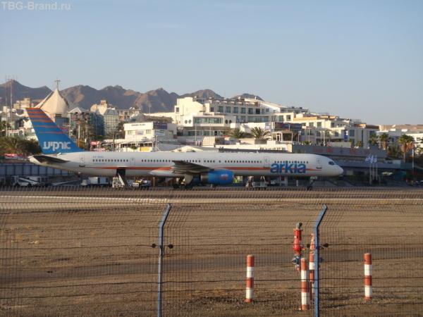 Боинг 757 в центре города