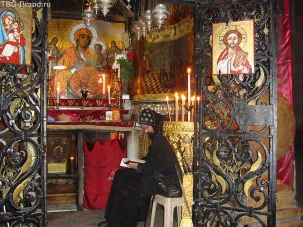 Весь день в молитвах у гроба Господня