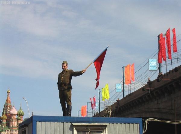 Реют флаги над страной